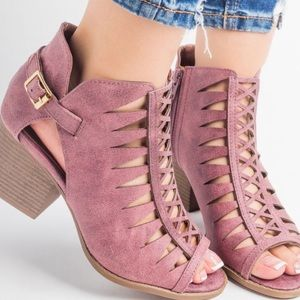 NWT! Gorgeous Cutout Booties in a Rose Taupe